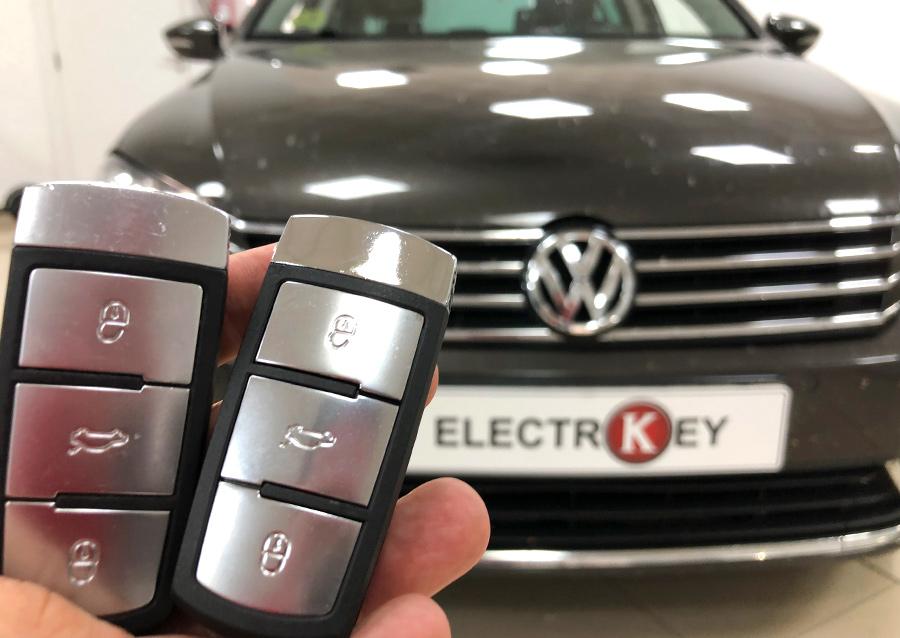 Original a la izquierda y nuevo duplicado de llave kessy para Volkswagen Passat realizado en Electrokey a la derecha