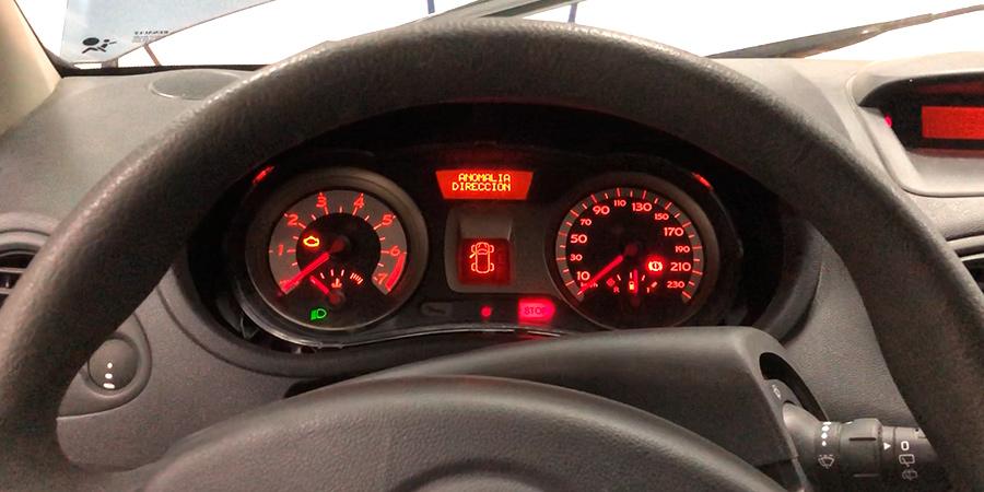 Cuadro de Renault Clio III año 2006 con avería en la dirección eléctrica