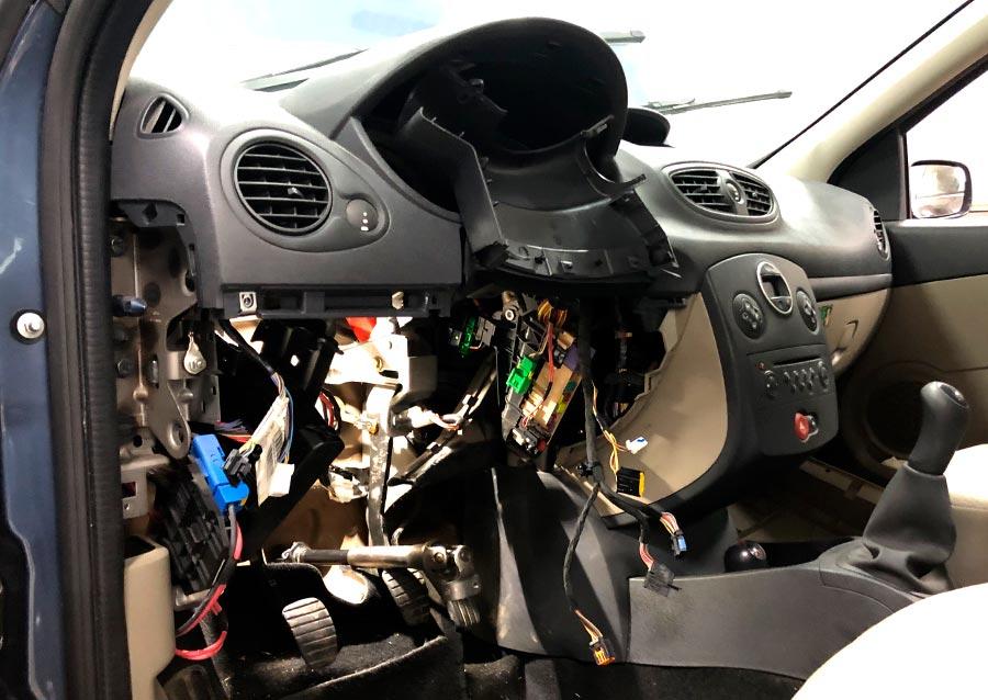 Desmontaje de la dirección eléctrica de Renault Clio III