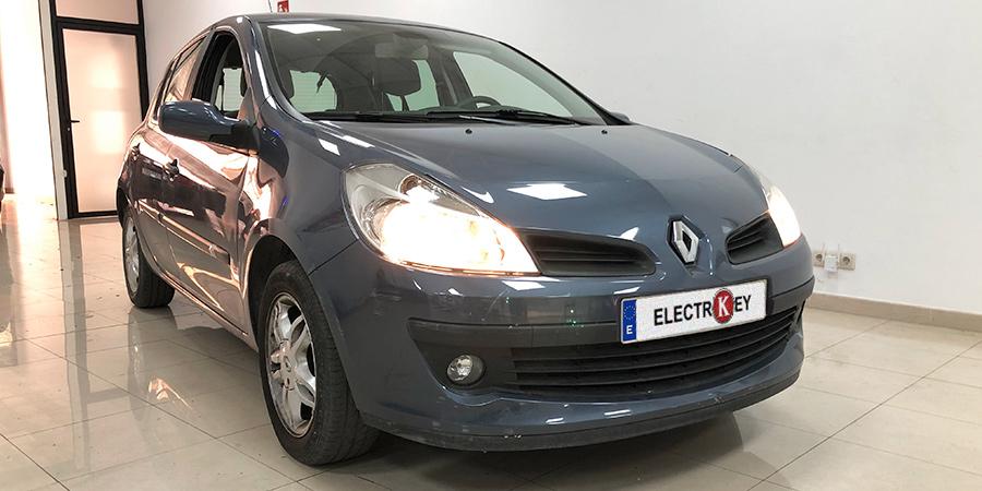Renault Clio III año 2006 con dirección eléctrica reparada en Electrokey