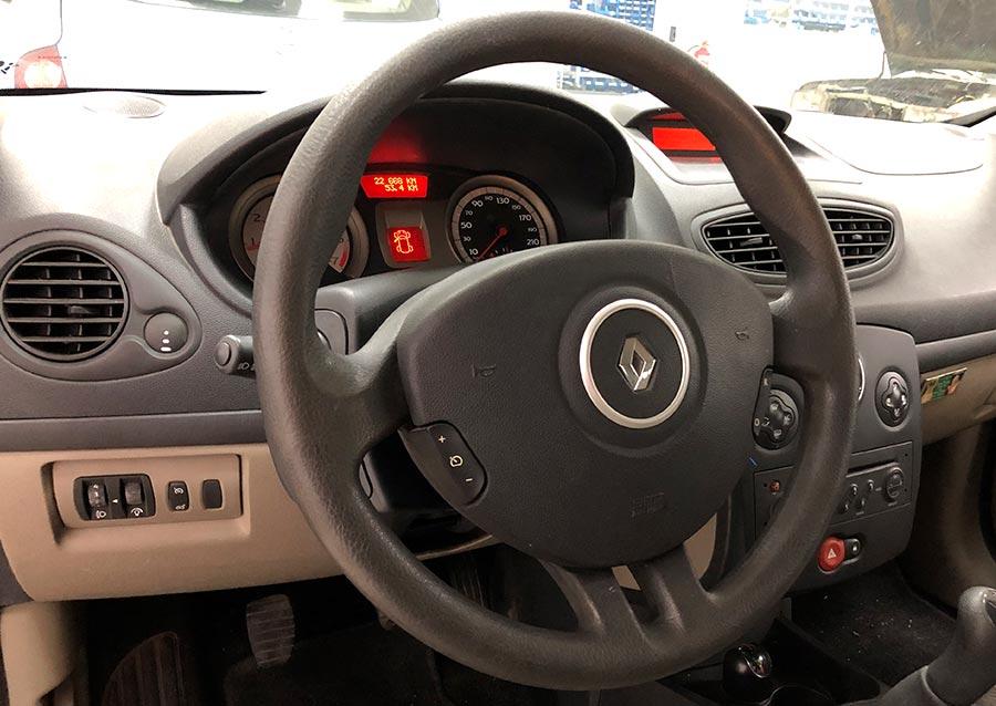 Cuadro de Renault Clio III año 2006 con dirección eléctrica reparada en Electrokey