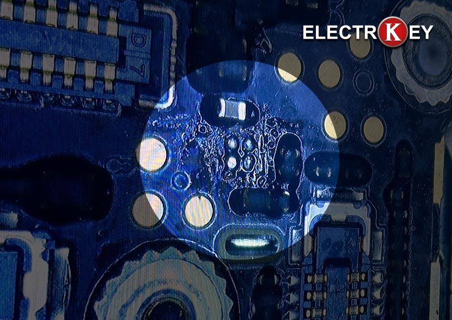 Desoldado del chip IC U2301 y estañado de los contactos