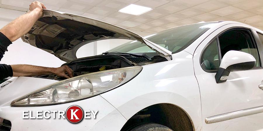 Últimas comprobaciones de la reparación de la dirección eléctrica del Peugeot 207 reparada en Electrokey
