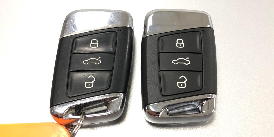 Llave original Keyless Go de Volkswagen Passat B8 2016 y a la derecha duplicado realizado en Electrokey