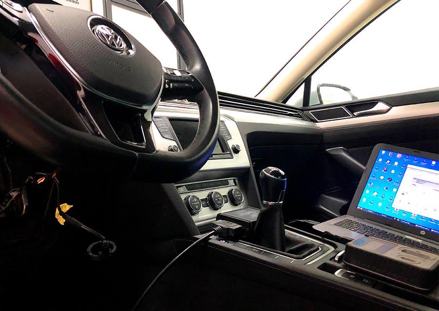 Conexión al módulo electrónico de gestión de llaves del vehículo