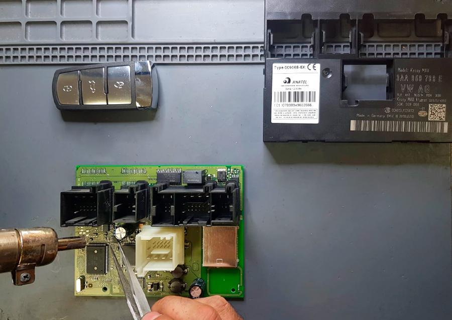 Reparaciones electrónicas y codificación de todo tipo de llaves en Electrokey
